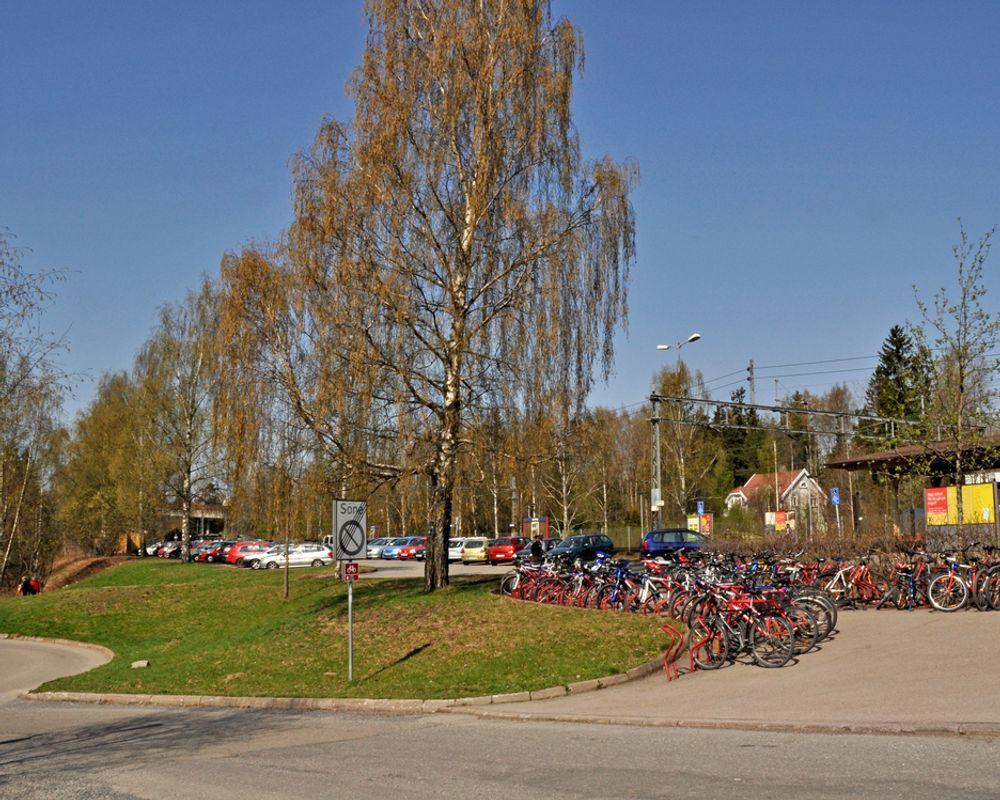 Gangkulverten vil gå tvers gjennom parkeringsplassen for sykler på Lørenskog stasjon. Nye parkeringsplasser skal etableres som erstatning for de som går tapt.