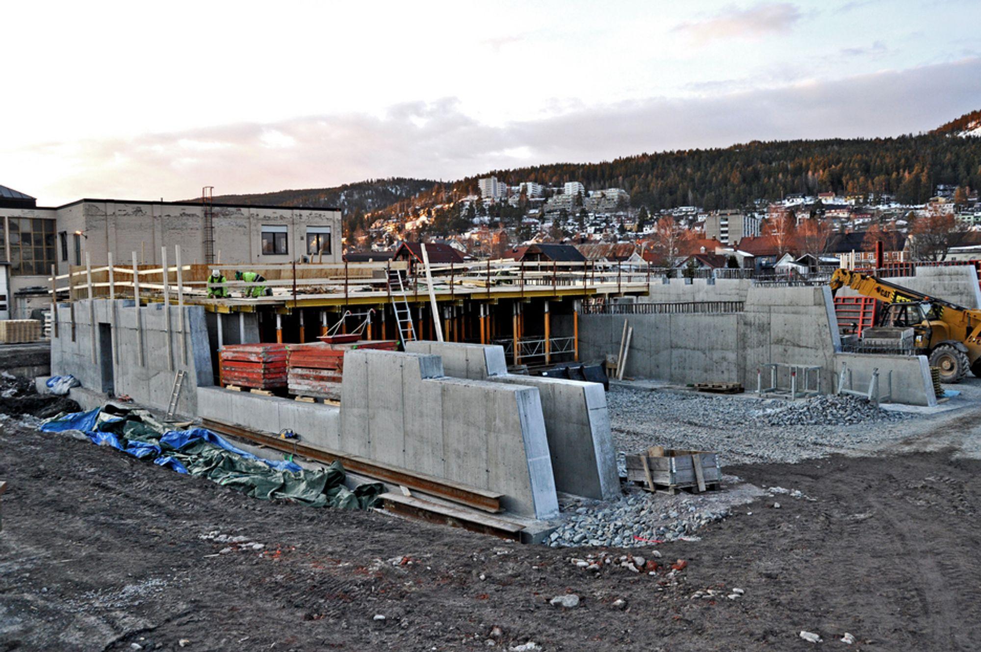 Søndre landkar til Øvre Sund bru er et omfattende byggverk som inneholder to underganger, en for en gang/sykkelveg og en for en strandpromenade. Nå er det klart at arbeidet mellom landkarene skal utføres av Strøm Gundersen.