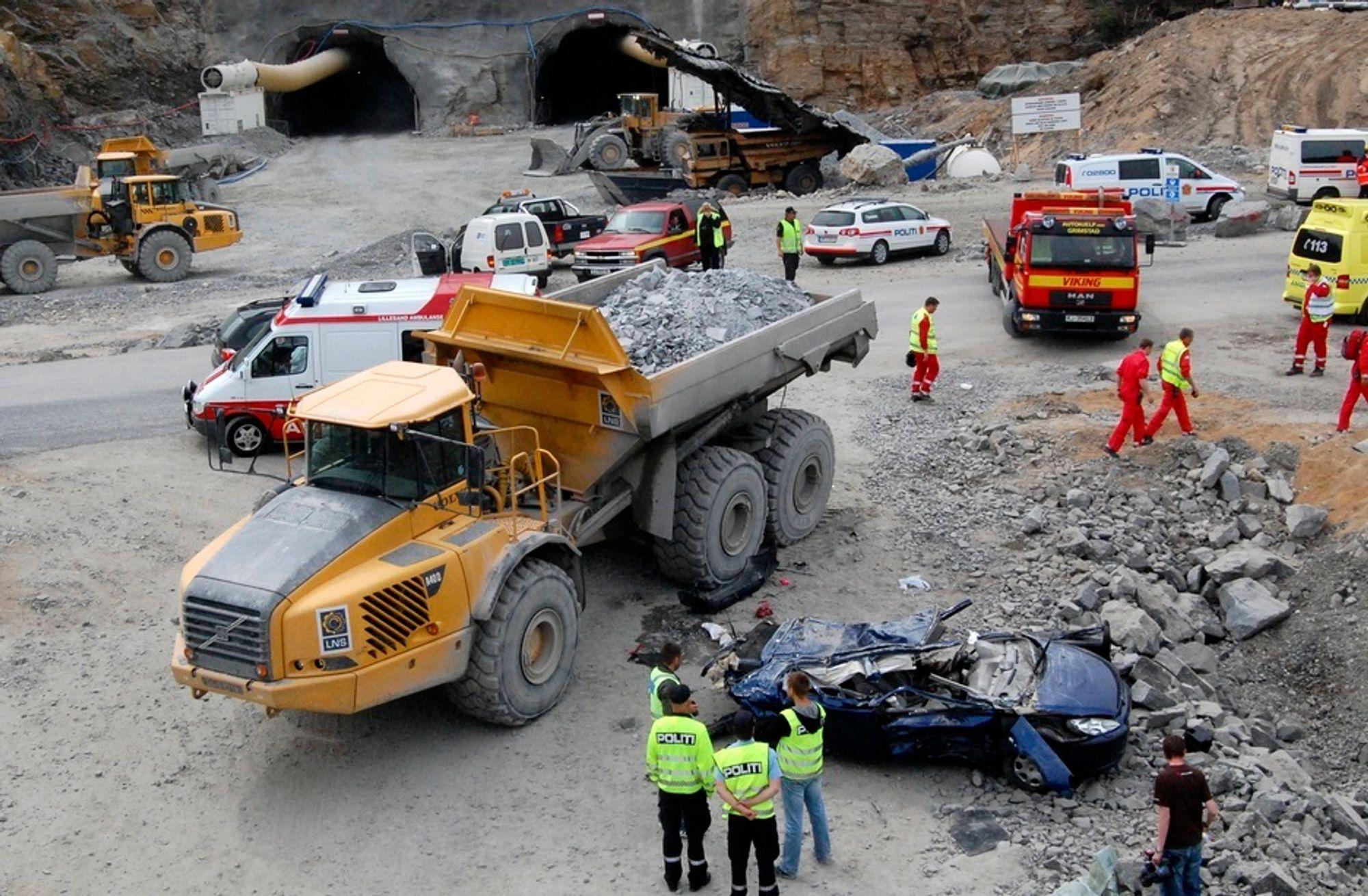 En bilfører ble drept av en dumper i forbindelse med ulykken på riksvei 402 i Lillesand i 2008.