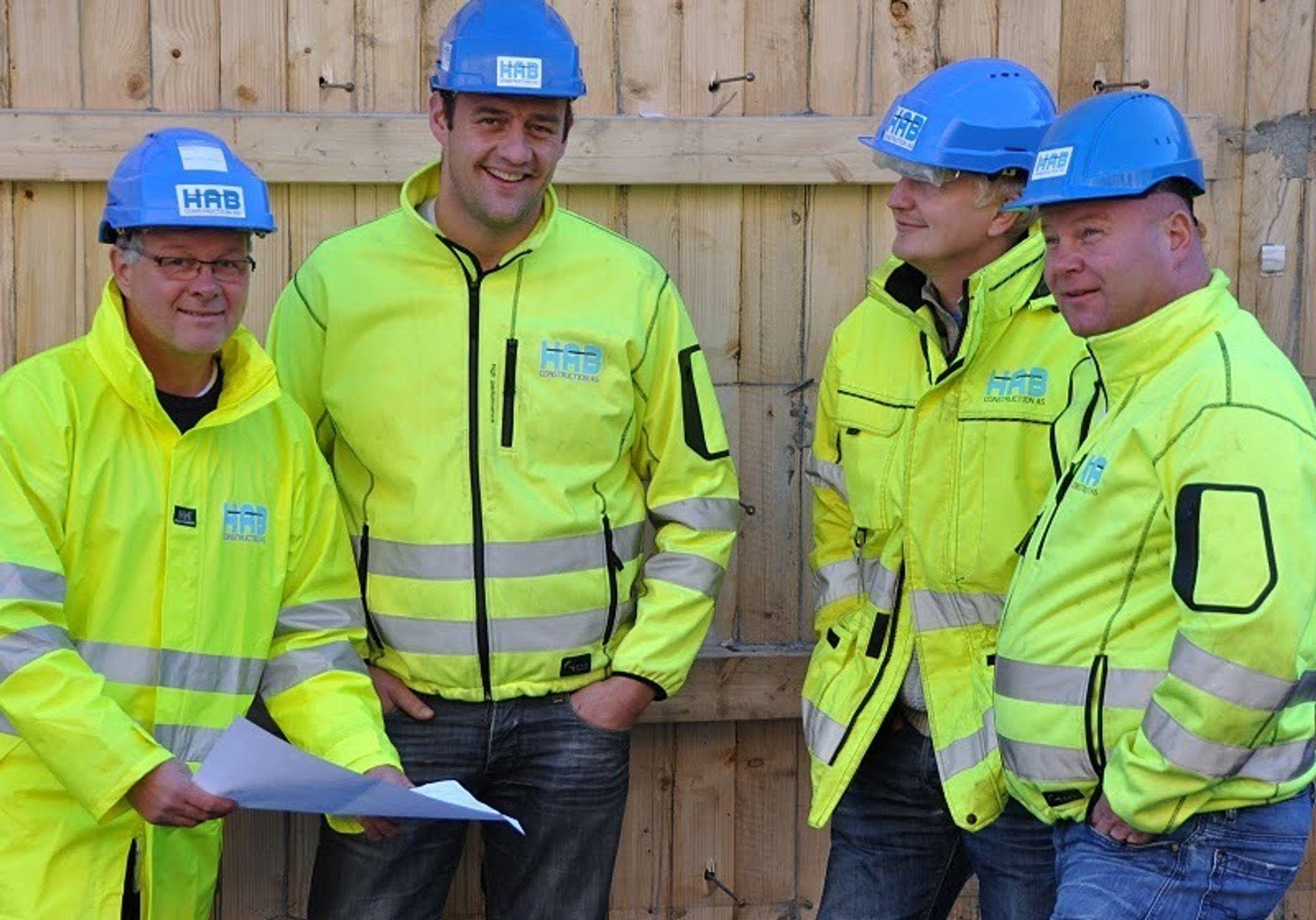 Representanter for HAB Construction as sin ledelse besøker en av byggeplassene. Fra venstre Jan Harangen, Bjørnar Neset, Ole Helge Steinsrud og Torbjørn Haugo.