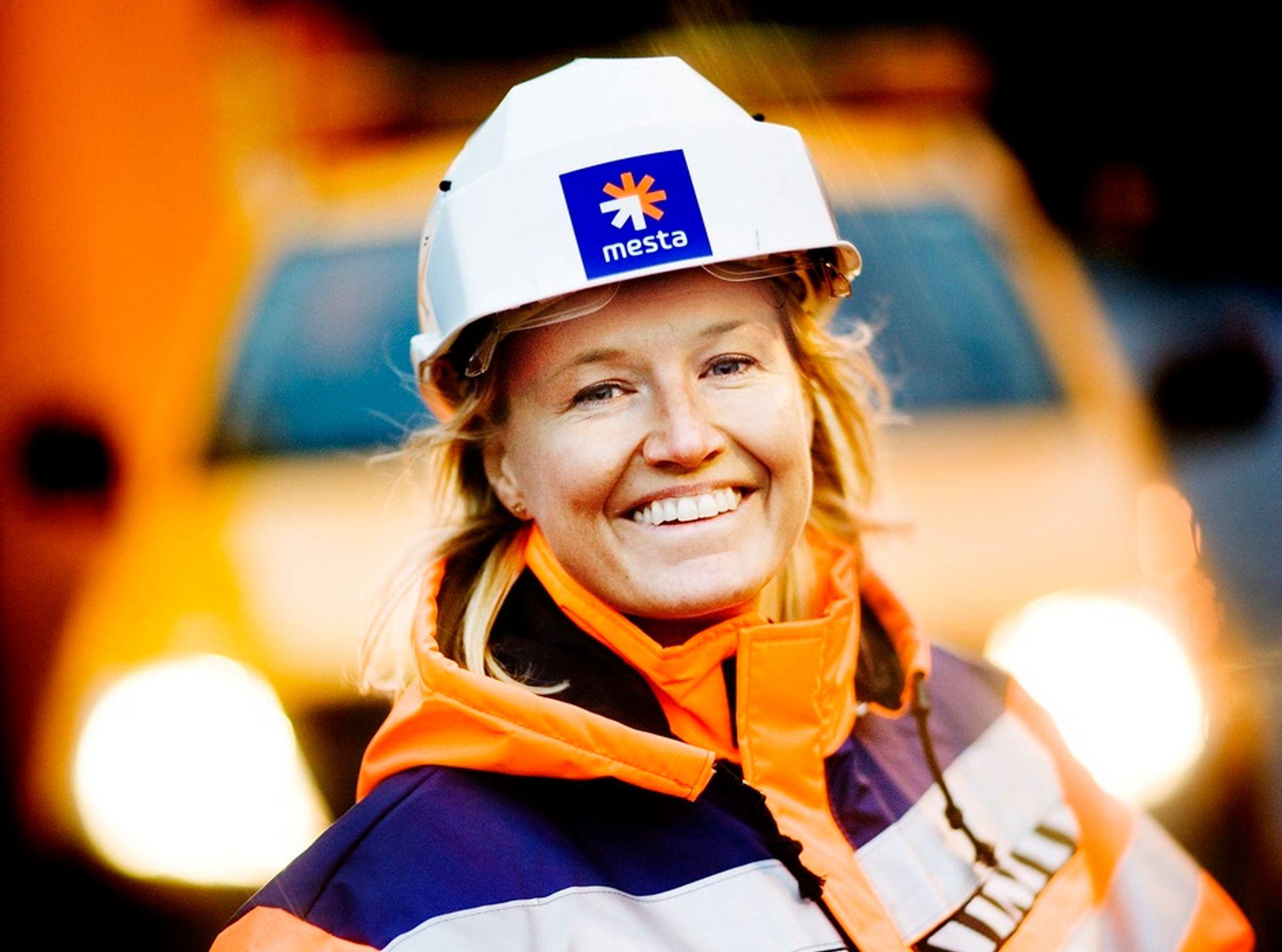 Smiler: Adm.dir Ingrid Tkøsvold i Mestra Drift as har all grunn til å smile etter å ha sikret seg funksjonskontrakter til en verdi av nesten to milliarder kroner.