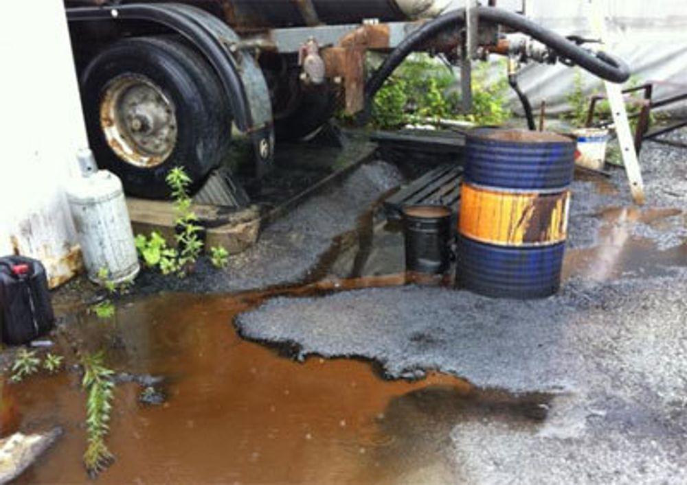 Elendige miljørutiner ved asfaltverk