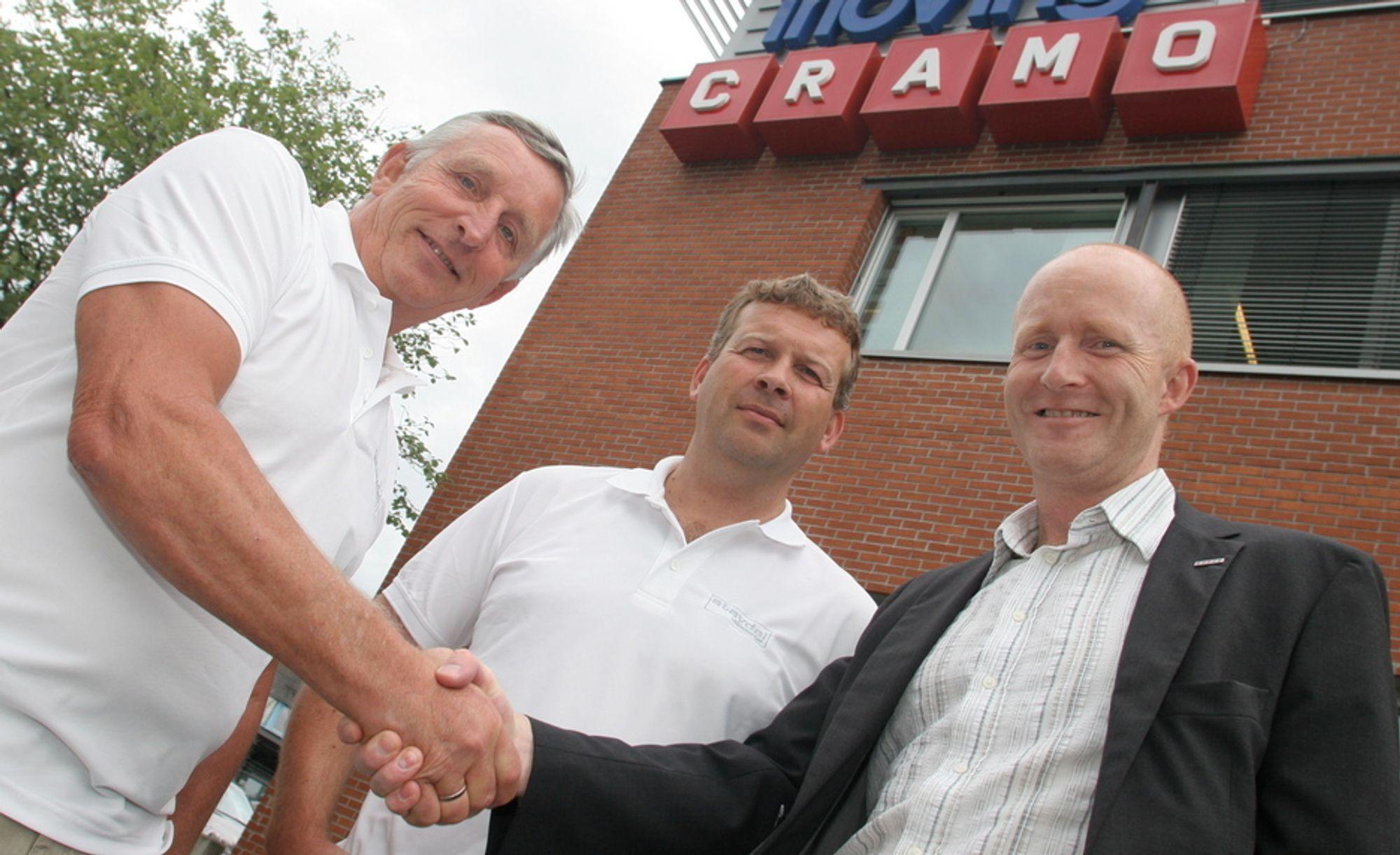 Cramo AS overtar alle aksjene i utleieselskapet Stavdal utleiesenter AS. Fra venstre: Styreformann Leif Stavdal,  daglig leder Knut Onstad og administrerende direktør i Cramo AS, Finn Løkken.