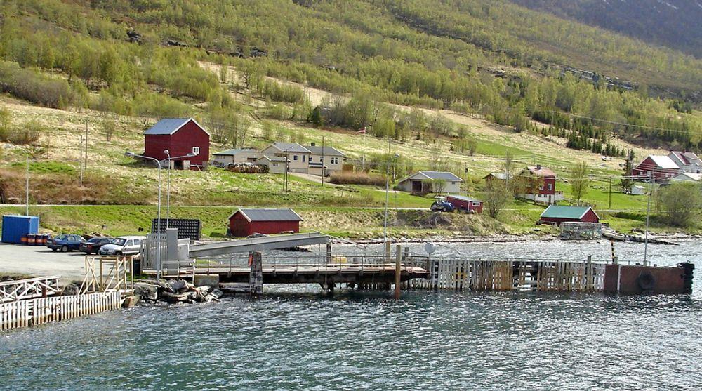 De tre fergekaiene i Rotsundet er bygd på 70-tallet og bærer preg av å være nedslitt. Dette ligger på fastlandet. Kampen om å få skifte det ut er jevn.