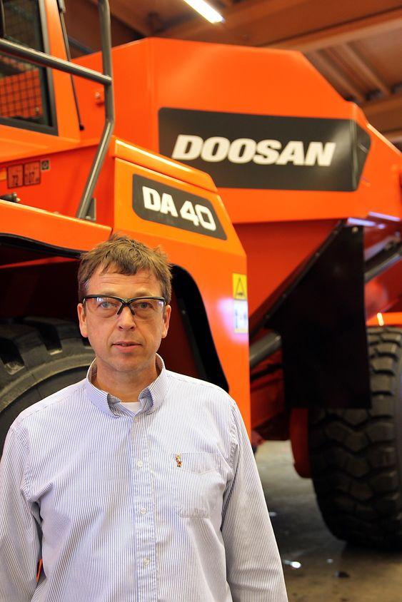 Doosan har fått en kjempekontrakt med Indonesia. Fabrikksjef Martin Henøen (bildet) ved Doosan Moxy i Fræna i Møre og Romsdal er fornøyd med utvikloingen. (Foto: Kjell Herskedal)