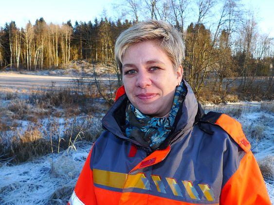 - Prøver viser nå at det nedre forsterkningslaget ikke er tilfredsstillende i forhold til de krav Statens vegvesen har, sier prosjektleder Elin Bustenes Amundsentil NRK.