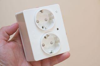 Kontakten bygger noe mer enn vanlige kontakt-lokk.