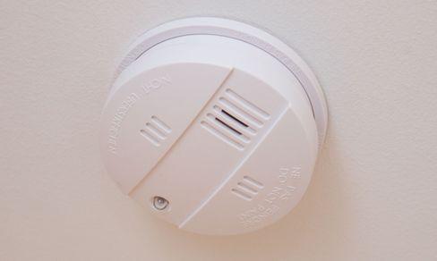 Røykvarsleren til Home Control ser helt ordinær ut.