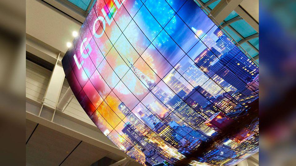 Skjermen består av 140 individuelle OLED-TV-er.