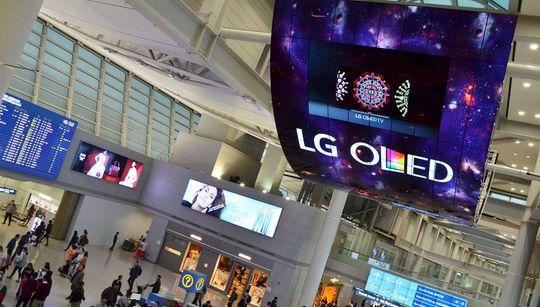 LG mener OLED-skjermer egner seg godt til slike oppheng, ettersom skjermene er syltynne og kan bøyes.
