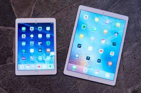 iPad Air 2 ved siden av iPad Pro.