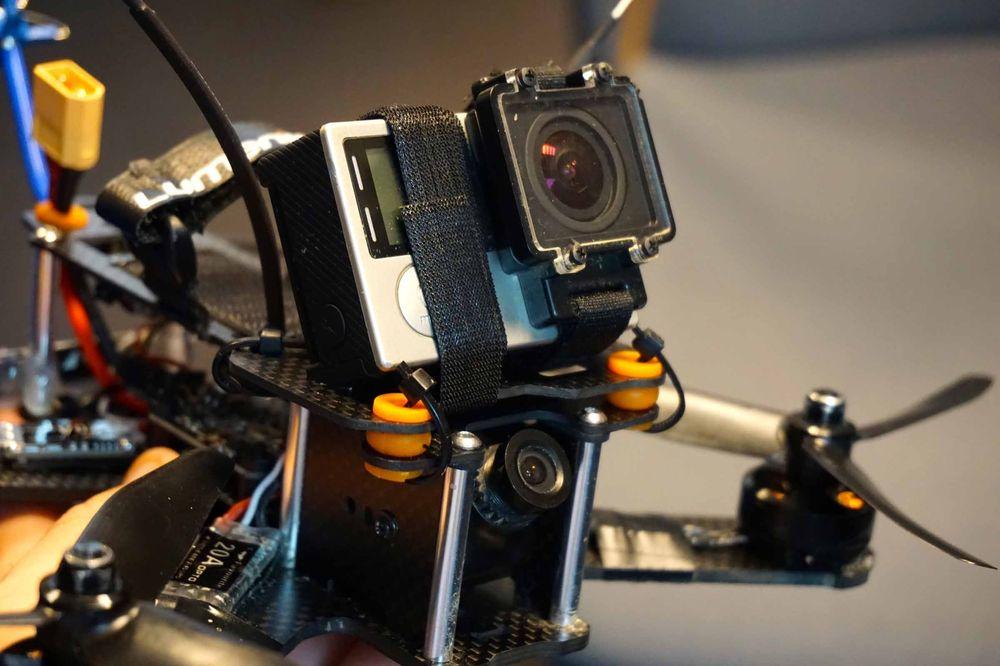 Den andre dronen fra Cube var utstyrt med feste for GoPro-kamera. Fleksibiliteten til det modulære designet gjør det mulig å legge til stort hva det skulle være av funksjoner.