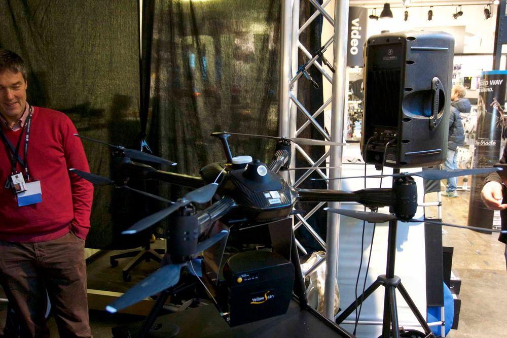 Doble propeller må til for å løfte utstyret som skal festes på dronen.