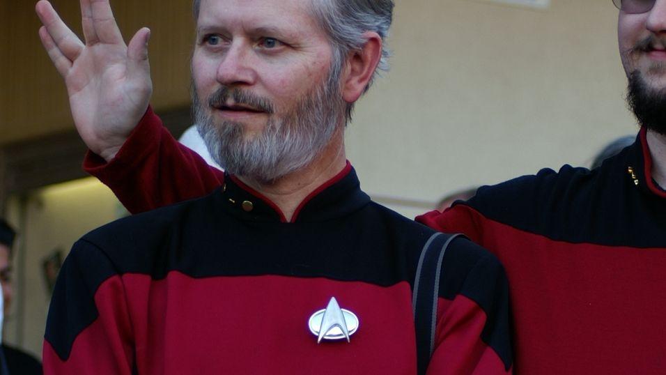 Google utvikler visstnok en kommunikasjonsenhet som plasseres på brystet, akkurat som i Star Trek. Dette er for ordens skyld kun et illustrasjonsbilde.