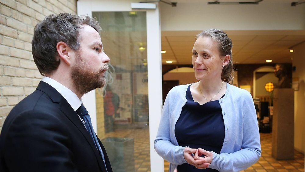 Kunnskapsminister Torbjørn Røe Isaksen la i dag frem regjeringens nye strategi for realfag, som de har kalt «Tett på realfag». Her er han i en annen anledning, sammen med Teknas Lise Lyngsnes Randeberg.