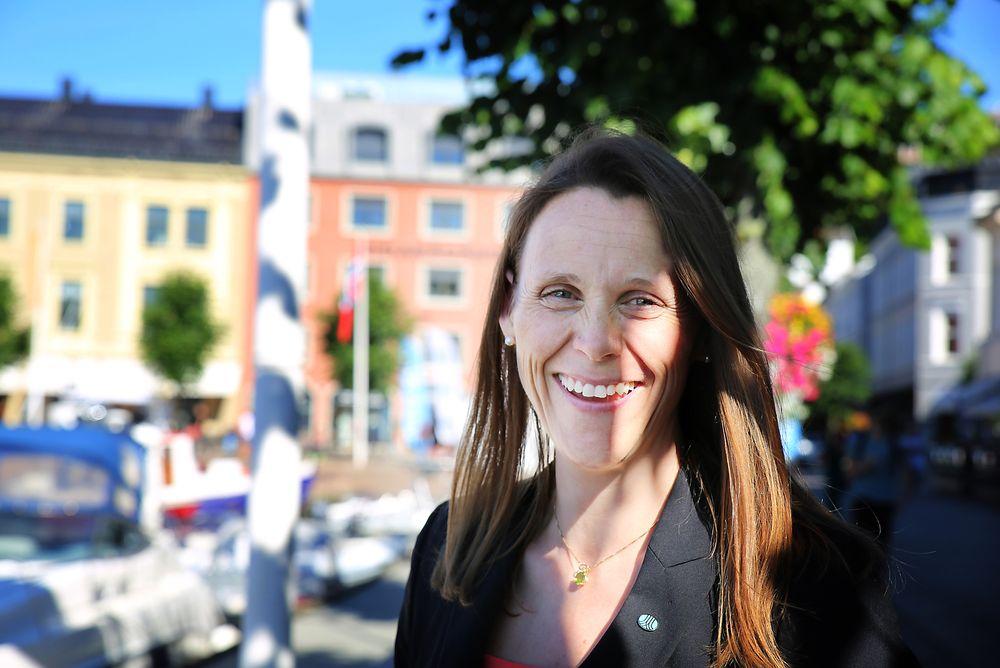 Hun smiler som en sol i solfylte Arendal, men Tekna-president Lise Lyngsnes Randeberg er bekymret for Norges elendige score på Teknologibarometeret.