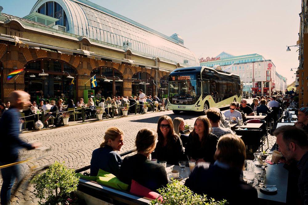 Ny ladeteknologi for elektriske busser basert på ElectriCity-systemet, ble i sommer tatt i bruk på Göteborgs nye busslinje. Foto: Volvo Bus