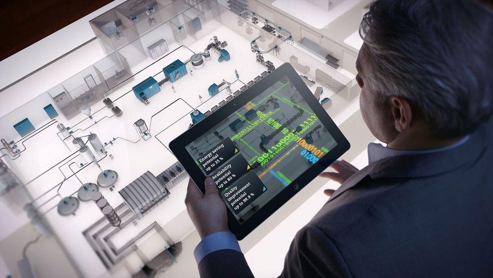 I fremtiden vil norsk industri være preget av smarte fabrikker der fabrikken styrer nærmest seg selv. Menneskene bruker i stedet sin tid på design, planlegging og overvåkning.  FOTO: SIEMENS