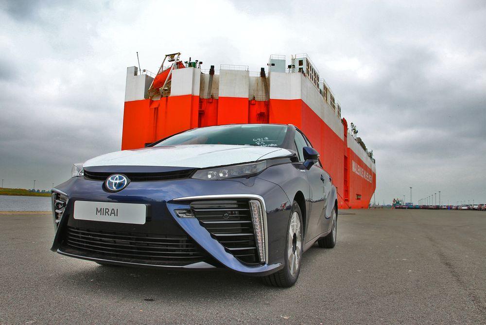 Én av fem Toyota Mirai som nettopp er levert til Europa. Toyota har planer om å kun levere til sammen 100-200 biler i år og neste år.
