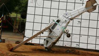 Her slår flyet kollbøtte for å sikre bedre nødutstyr