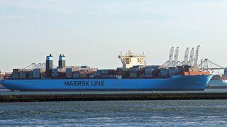 Gigantskipene strømmer gjennom Suez-kanalen