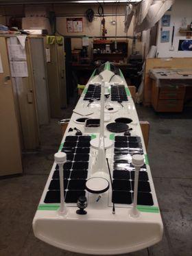Solcellepanelene skal kunne forsyne batteriene med nok strøm til å holde liv i alle viktige systemer under hele turen.