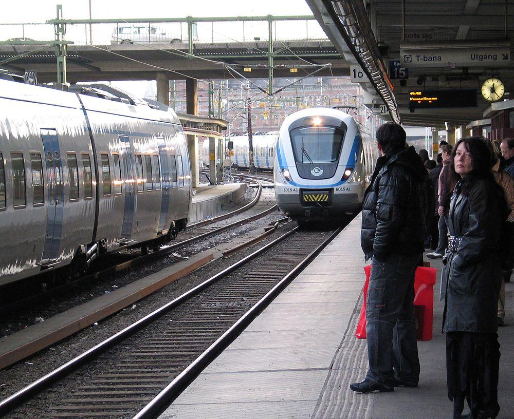 Over 120 mil av skinnene langs den svenske jernbanen har produksjonsfeil og får store langsgående sprekker.