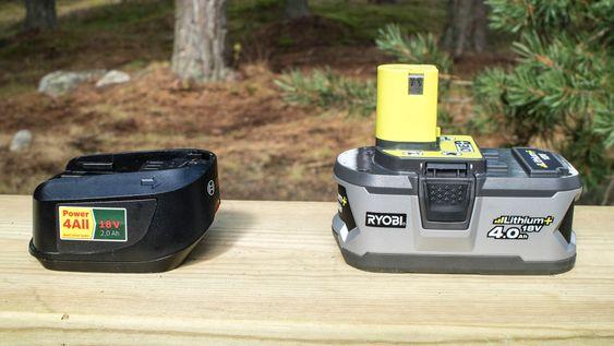 To mot fire: Vi testet de to sirkelsagene med det største batteriet som er tilgjengelig i skrivende stund. Bosch har et på 2 Ah (2,5 Ah kommer snart) mens Ryobi, som også har et større batteriutvalg har et på 4 Ah. Likevel ble vi skuffet over at batteriet fra Ryobi bare klarte å sage 50 prosent lenger enn Bosch. Et dobbelt så stort batteri burde klart å sage dobbelt så langt.