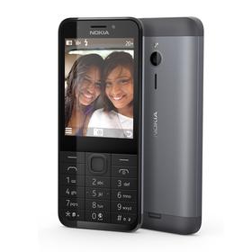 Nokia 230 har kamera både foran og bak.