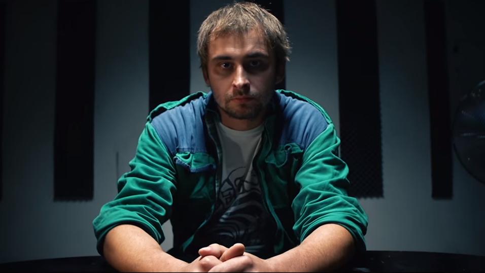 Her er den tsjekkiske piraten i anti-pirat-videoen han ble dømt til å lage - og få 200 000 visninger på.