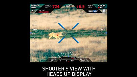 Siktet i riflen gir skytteren informasjon om blant annet avstand og vindstyrke, og markert mål.