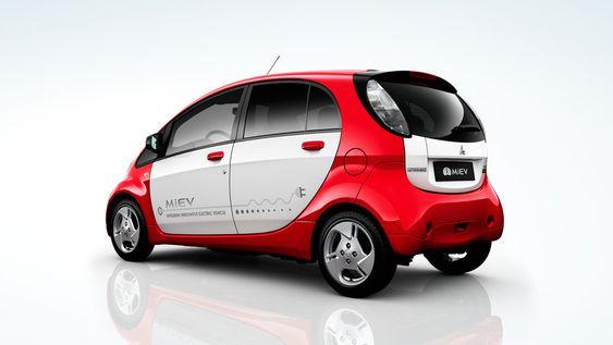 «Trillingene», her representert av Mitsubishi i-Miev, er ganske små elbiler som egner seg bra til mange formål.