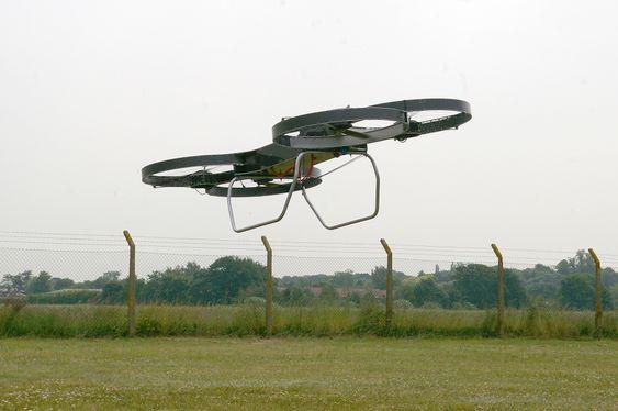 Her er den andre fullskalaprototypen av Hoverbike på en av sine første testflygninger.