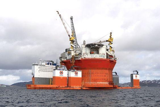 """Foreløpig står Goliat på fraktefartøyet Dockwise Vanguard, men plattformen skal snart flytes av og """"stå på egne bein"""". MÅ IKKE BRUKES REDAKSJONELT"""