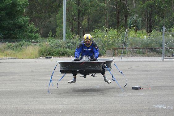 Her testes første generasjon Hoverbike-prototyp.