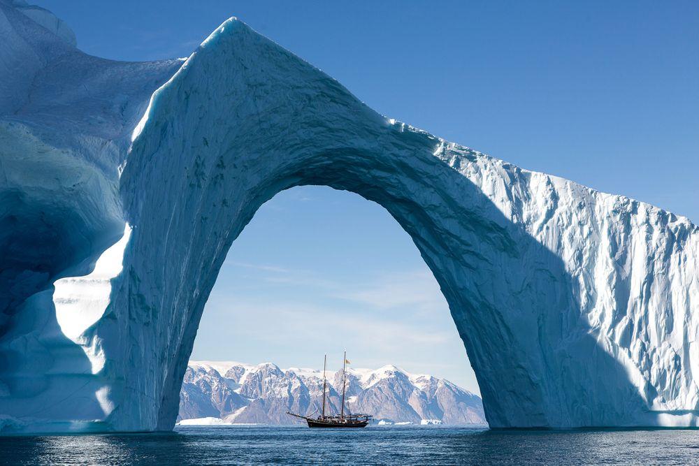 Det er en fordel å bevege seg stille på når man er på hvalsafari i Arktis. Da passer det bra med seil og elmotor, slik skuta Opal nå har fått installert.