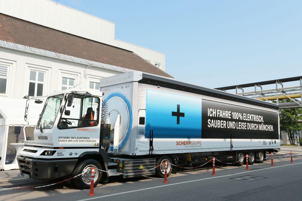 El-lastebilen har 100 kilometers rekkevidde og lades opp på tre-fire timer.