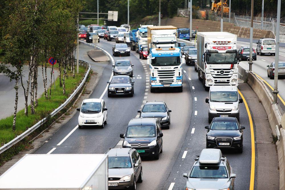 Regjeringen håper innføringen av en ny EU-lov skal gjøre bilparken grønnere.