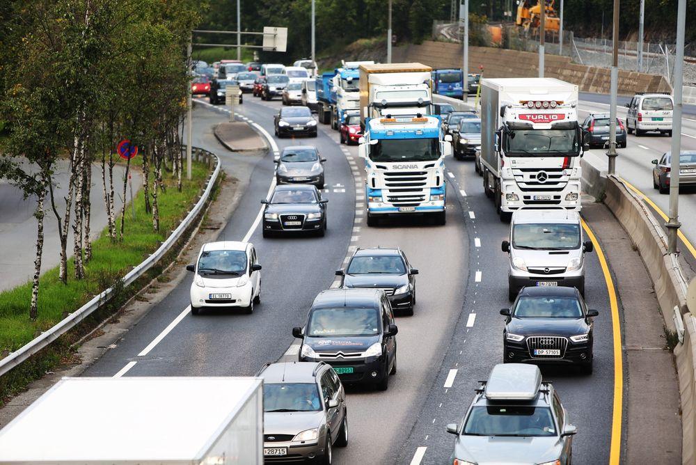 En utbygging av dagens E18 Vestkorridoren vil ikke løse køproblematikken inn mot Oslo på sikt, ifølge Aud Tennøy ved Transportøkonomisk institutt.
