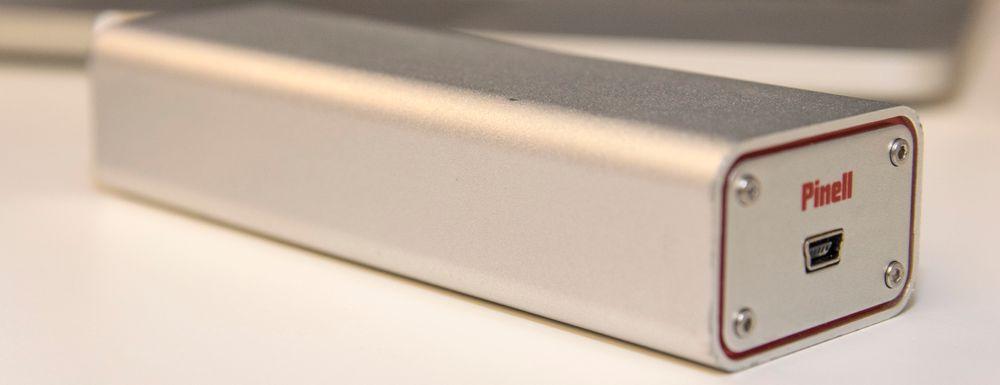 Pinell DAC Mini2 er en utmerket liten tass som spiller bedre enn mange innebygde lydkort, og i dag fås kjøpt for rundt 600 kroner. Det er likevel godt hørbar forskjell på lydkvaliteten fra denne til Henry Audios nye modell.