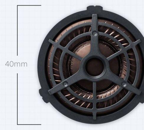 En stor 40mm-driver sørger for skikkelig basstrykk, men også vokaler og diskant leveres raskt og presist.