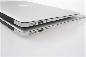 Dagens to MacBook Air-modeller er også svært tynne og lette skapninger.
