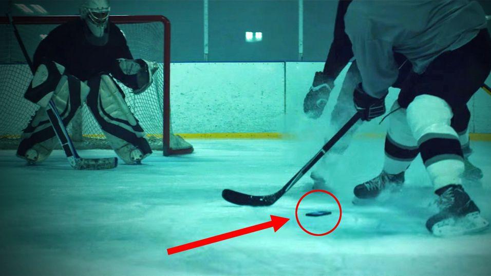 Her blir Galaxy S6 Active brukt som hockeypuck.