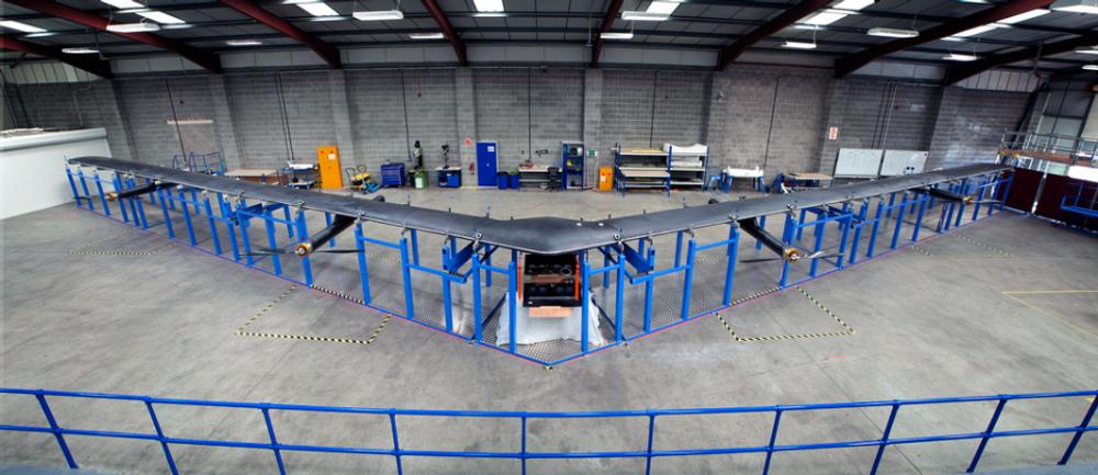 Aquila-dronen flyr ekstremt høyt, lades av sol og veier nesten ingenting. Og den har usynlig laser ombord.