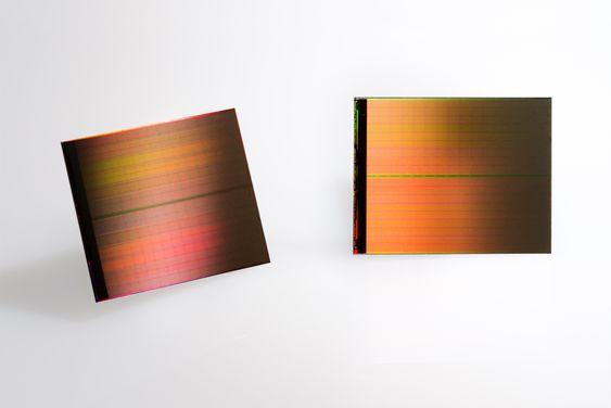 Testeksemplarer av minnebrikker basert på 3D XPoint-teknologien.