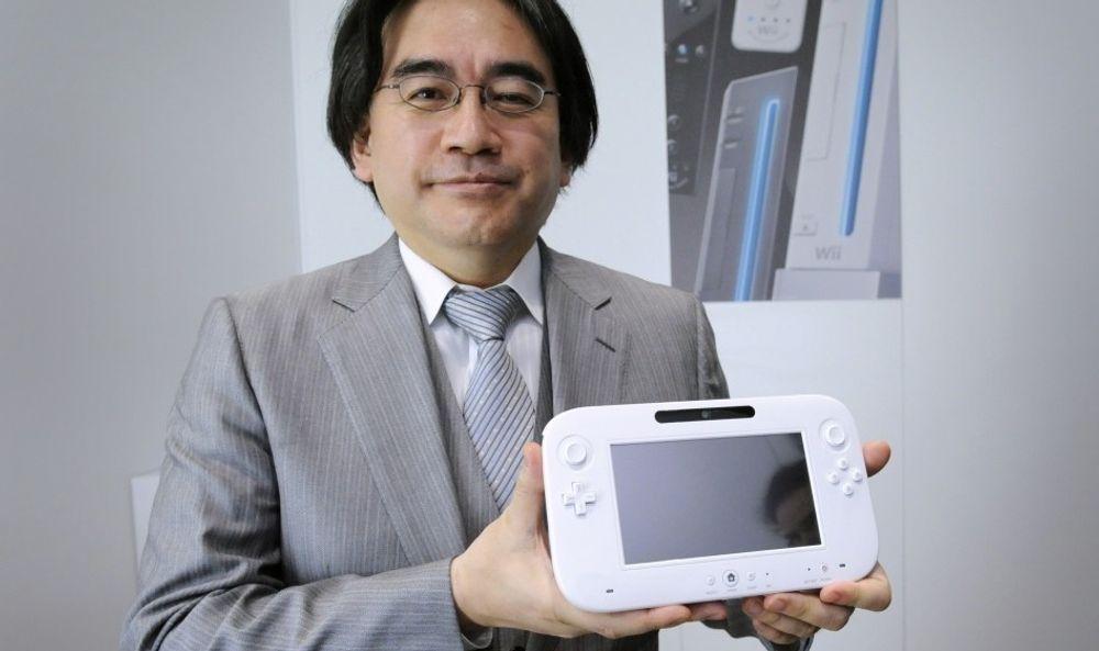 Satoru Iwata og Wii U-kontrolleren.