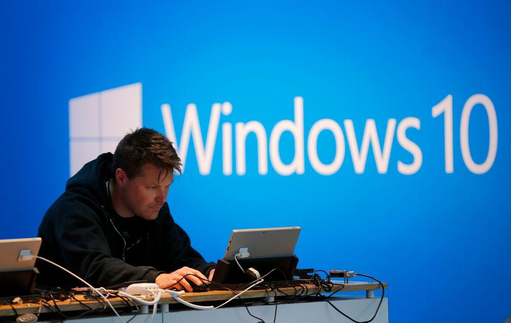 Analytikerne tror ikke at Windows 10 vil gi noe løft for det labre pc-salget. I hvert fall ikke i år. Bildet er fra Microsofts utviklerkonferanse Build i våres.