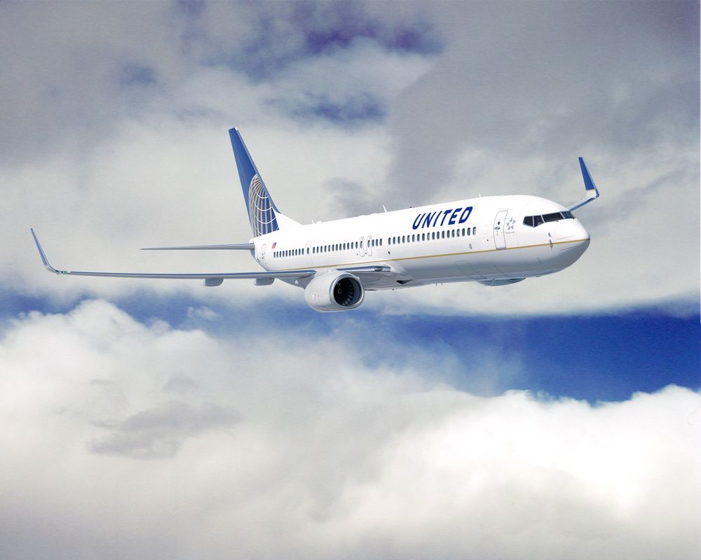 Det lønnet seg å finne feil på Uniteds systemer - nå kan et par hackere fly så mye de vil i USA.
