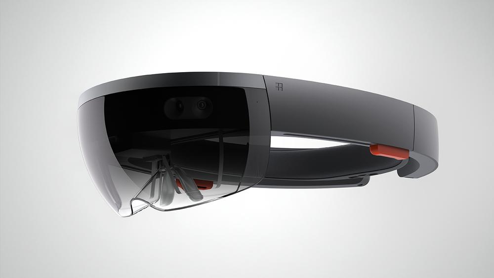 Microsofts eget pressebilde av HoloLens. Vi fikk dessverre ikke lov å ta bilder av headsettet selv.