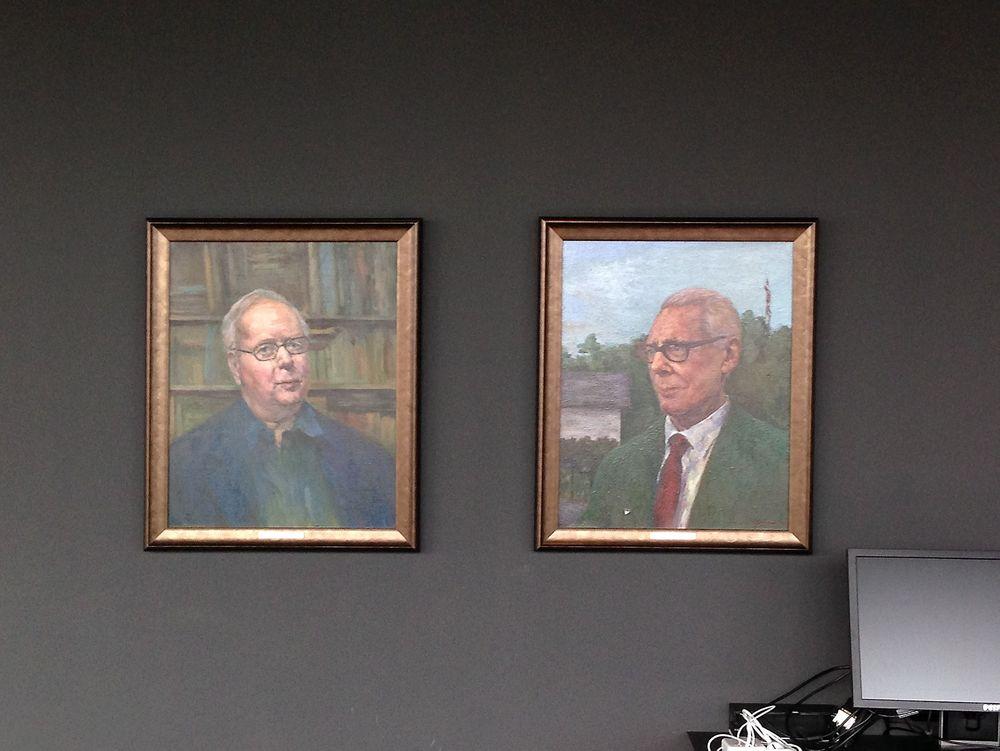 Malerier av Kristen Nygaard og Ole Johan Dahl i festsalen ved Instituttet til Informatikk, UIO